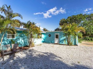 NEW POOL! 2 Bedroom 1 bathroom on Siesta Key  Walk to beach