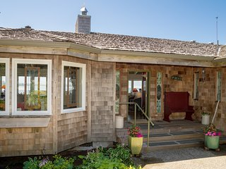 Ocean Breeze: A magnificent home, Dogs are OK., Gearhart