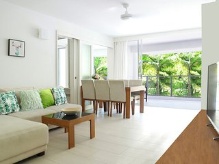 Luxury Tropical Apartment - 30 Seconds To Beach - Palm Cove