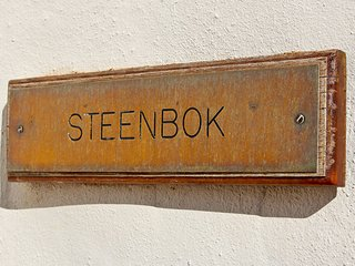 Steenbok Self Catering Cottage - Ladismith - Klein Karoo - R62