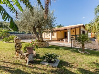 Cocus-House near the beach & with wi.fi, Avola