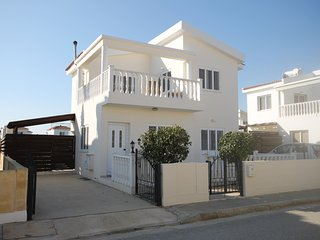 3 bedroom villa with free WIFI and private pool, 70 meter from a sandy beach.