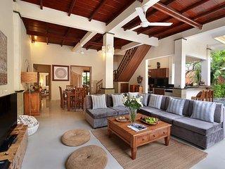 %% OFFERS!!!! LUXURY! 4 BEDROOM Villa with POOL IN SEMINYAK/KUTA/CLOSE TO BEACH!