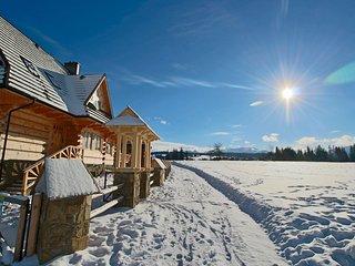 Lux Highlander House, Dzianisz