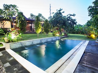 Kubu Ampo - 3 + Bedroom Wood Joglo Style, Private Pool Holiday Home, Kerobokan