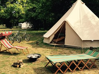 Oak Lodge Glampsite - Tent 3, 6m Bell, Northwold