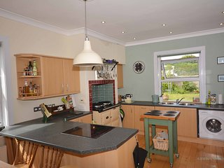 Gwythian - hillside bungalow with annex, WiFi, & gardens, 10 mins walk to beach, Perranporth