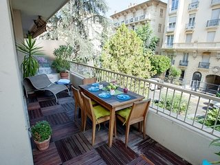 India - Stylishly renovated with balcony! AVAILABLE FOR GRAND PRIX AND CANNES!