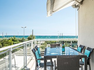 Flora - Sea view, balcony and swimming pool!AVAILABLE FOR GRAND PRIX AND CANNES!