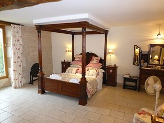 Rimbard Manor B&B - Queen Elizabeth suite, Lavausseau