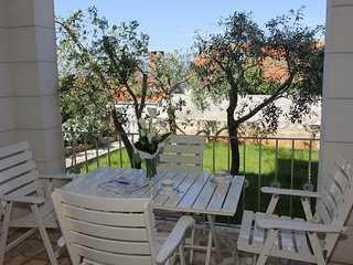Villa Muskat - Comfort Two Bedroom Apartment with Terrace