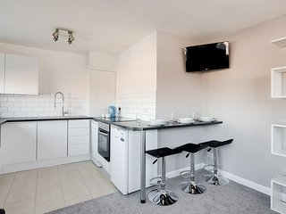'Kittiwake' - Stunning Serviced apartment adjacent to the beach, Hayling Island