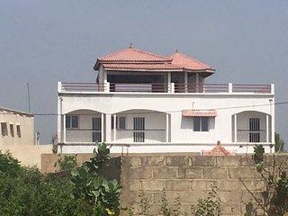 Grande Villa Abdou Salam  à Saly Station + piscine près de la plage.