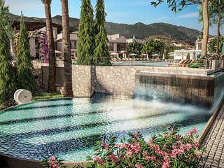 Luxurious 2 BR Retreat Apt with Spectacular Mountain Views, Alsancak - Karavas