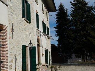Casa Vigna. Cascina storica fondata nel 1840 con giardino e podere.