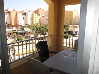 Modern 1 Bed Apartment with Terrace & Pool