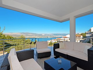 Apartment IGOR 3 with a large sea view terrace, in Mastrinka near TROGIR
