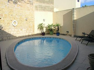 3 Bedroom House of Character with Pool, Zebbug