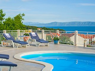 Luxurious house with picturesque view and private pool, Sumartin
