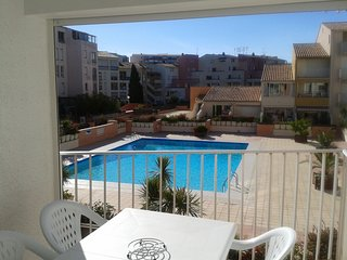 Modern 1 Bed Apartment with Terrace Overlooking Pool + Parking