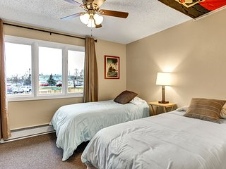 Spacious Grand Central! Great for Families and Groups!