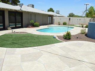 Scottsdale's Sleek Stay - w/ pool, AC, BBQ