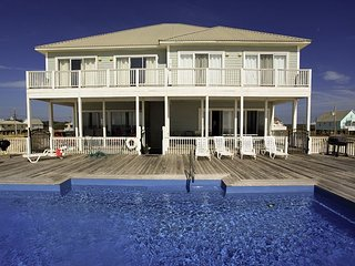 Awesome Gulf front duplex with pool!, Fort Morgan
