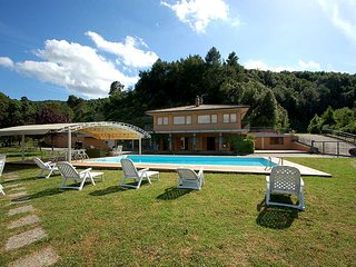 House with private pool and panoramic views at 6 km from town. 80km north Rome, Narni