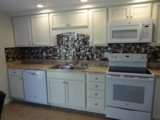 Newly Remodeled Townhouse, Altoona