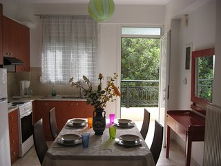 Nice 4-Bedroom Family Apartment only 5 min to the beach, Stalis