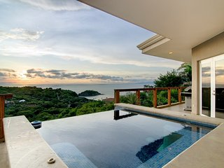 Cliffside House Playa Ocotal - 5 Bedrooms - Sleeps 10