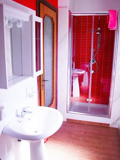 Ensuite with shower, washbasin, wc and bidet