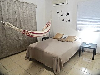 Apartment for up tp 6, CENTER Cancun, walk everywhere