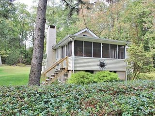 Cozy 4 Bedroom Vacation Rental Cottage on Lake Wallenpaupack!! Sleeps 11!, Tafton