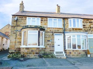 SMUGGLERS' COTTAGE, beach views, family friendly, parking, in Marske-by-the