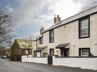 HIGH HOUSE COTTAGE, detached, woodburning stove, enclosed garden, in St. Bees, Ref 942144