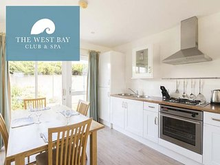 TWO BEDROOM COTTAGE AT THE WEST BAY CLUB & SPA, superb on-site facilities, in, Yarmouth