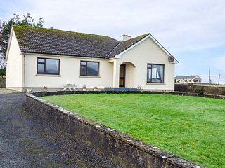 CORRAN VIEW, detached bungalow, mountain views, woodburning stove, in Ballyculle