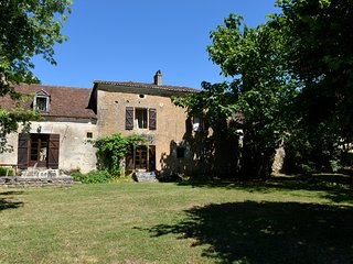 Stunning Rustic Farmhouse In The Heart Of The Dordogne, Sleeps Up To 10, Pool., Sainte-Orse