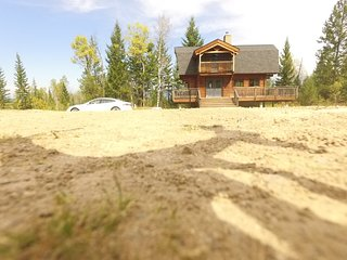 Best Cozy Log Cabin in the Rocky Mountains in Bitish Columbia, Invermere