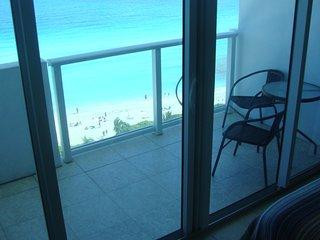 Castle Beach Club Great Ocean View with Balcony, Miami