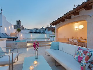 Large Townhouse with large roof terrace and pool