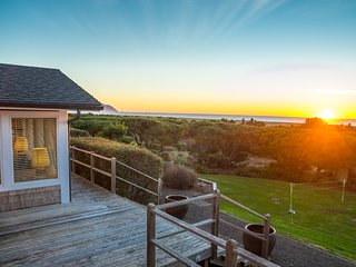Sunset Bliss: Come and enjoy the panoramic ocean views! Dogs OK, Gearhart