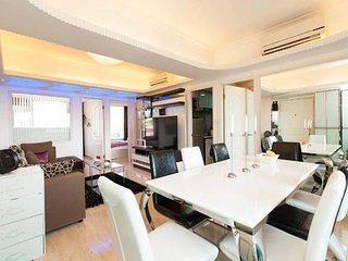 Kowloon Yau Ma Tei* New Design* 4bd3bth, Metro Mall* Restaurants & Cafes* Safe!