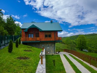 Hotel & Resort Gacka-Luxury Cottage with Two Rooms