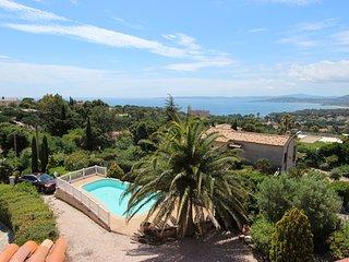 Villa independante pour 18 personnes avec piscine privee dans parc 3000m2