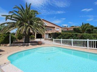 Grillons; appartement 4 personnes au Rez de Chaussée dans villa avec piscine
