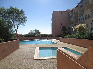 Family 2 Bed Apartment with Sea View, Pool & Parking