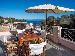 Mimika - Sleep 2-4 people in Loggos village with great views across the bay