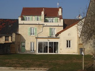 All new, quality, sleeps 6, sunny terrace, large garden/lawn, petanque pitch